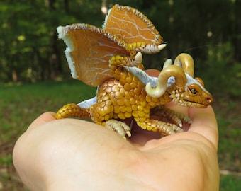 Miniature Pet Dragon #MHR5 - Quartz Gold