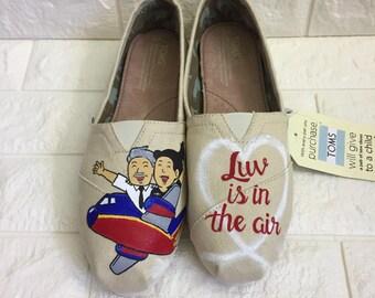 Airplane Shoes. Pilot Toms. Pilot Shoes. Travel shoes. Airplane Toms. Flight attendant shoes. Flight attendant Toms. Flight attendant pilot