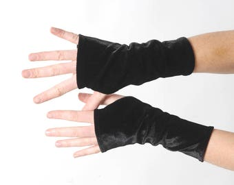 Short black velvet armwarmers, Black fingerless gloves, Womens velvet wrist warmers, Gift for her, Womens accessories, MALAM
