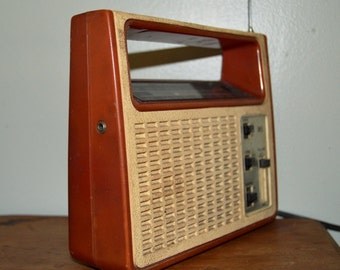 Vintage Realistic Radio WORKING  Portable Lunch Box Style  AM/FM Transistor Radio Plastic Case Nostalgic Retro