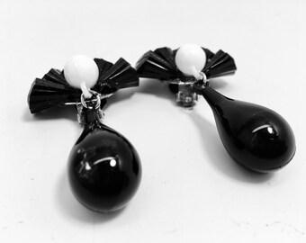 Vintage noir Jet Dangle Trardrops Lucite attisé Top Silver-tone pince mi siècle mod Art déco piste déclaration boucles d'oreilles rétro blanc Drop B