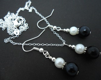 A hand made black and white glass pearl  necklace and earring set.