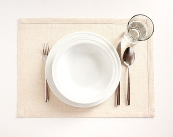 A set of 8 ivory modern placemats and a tea towel - rustic linen - modern table setting - napperon en lin