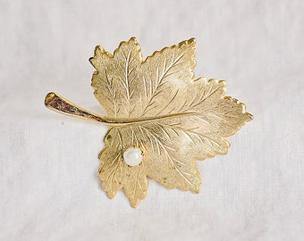 Sarah Coventry Gold Leaf Brooch