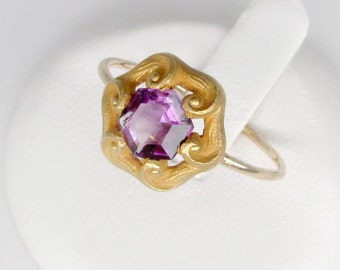 gold amethyst ring, 14k gold vintage amethyst ring, size 8.5 art nouveau amethyst ring, antique purple amethyst stacking ring. violet ring
