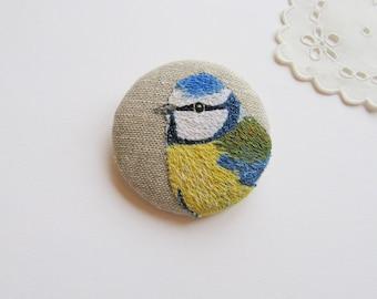 Embroidered Blue Tit brooch, Blue Tit pin, bird portrait brooch, textile art.