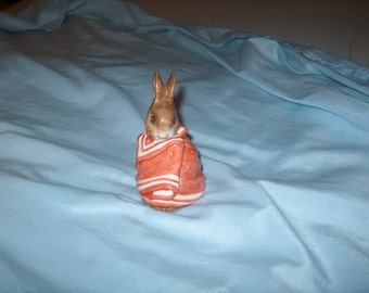 Vintage Beatrix Potter's Poorly Peter Rabbit, F. Warne & Co. Ltd. 1976, Beswick England