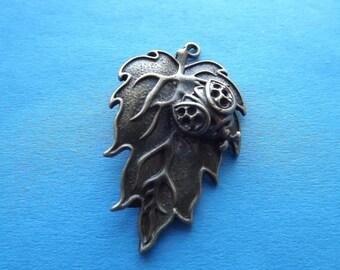 Charm/pendant leaf and Ladybug metal bronze