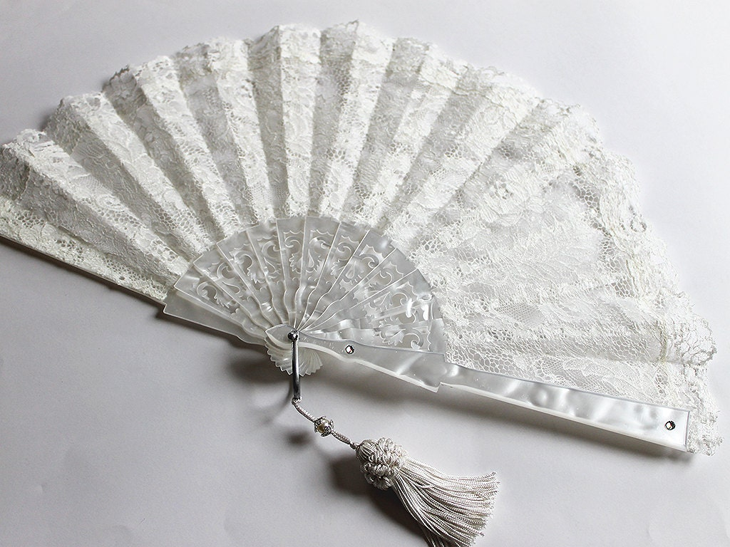 Off white Lace fan Wedding fan Bridal fan Ivory bride hand