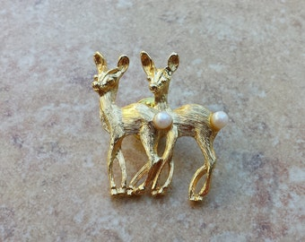 Two Gold Tone Faux Pearl Tail, Deer Does Pin, Lapel Pin, Hat Pin, Tie Tack