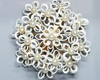 Vintage Mid Century White Enamel Brooch / Gold Tone / White Enamel / Pearl Brooch / Wedding / Sixties Mod / Vintage Brooch / Bridal