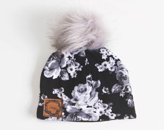 Tuque - Black with gray flowers