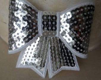 set of 2 bows in white and silver sequins 8 x 8 cm