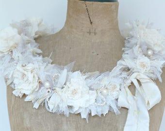Boa of creamy white silk Roses