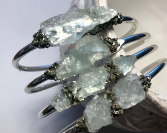 Rough aquamarine bangle.Raw aquamarine bangle.Natural aquamarine bangle.Raw gemstone bangle.march jewelry.march birthstone bangle.Crystal