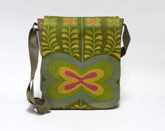 Green Canvas Messenger Bag | Retro crossbody bag | upcycled with original vintage fabric by EllaOsix