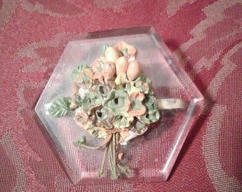 Lovely 1940s 50s lucite brooch with moulded 3d floral detail in centre