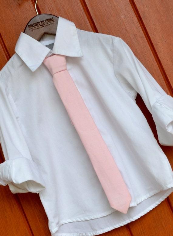fard joues de cravate rose petit gar on maigre p le rose. Black Bedroom Furniture Sets. Home Design Ideas