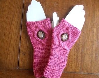 Pink mittens with flowers medallions