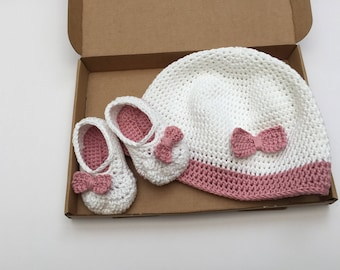 Baby Hat and Bootie Set / Girls ballet shoes / Baby bow pumps / Baby shoes / Crochet booties / white and pink baby hat / pink bow hat