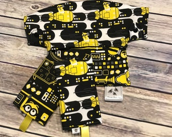 "Reversible Lillebaby bib and drool pads set in ""Minions"" print"