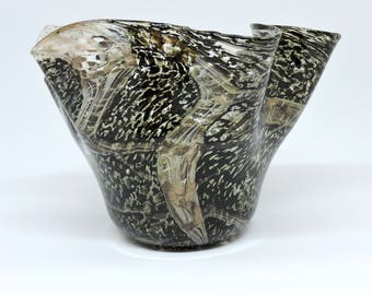 Mother's Day gift vase, vase with corrugated edge in Murano glass, with avventurine and silver leaf. Murano blown glass Art, Artistic, Gift