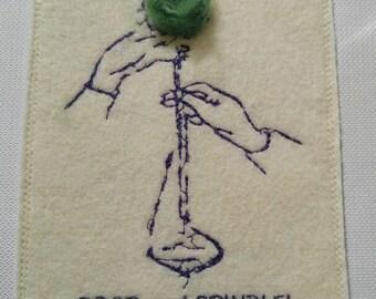 Déposez broche tissu carte postale - « Quand la vie apporte de peluches, goutte et broche! »