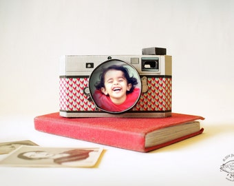 DIY Paper Camera Photo Frame Papercraft | Realistic Black Grey Red Design | Cute Office or Home Desk Accessory | Printable instant download