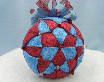 Paisly ornament in red/blue, 8 cm, fabrics from Kathy Hall, over the rainbow series.