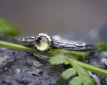 Peridot Ring, Branch ring, Twig Ring, Nature Ring, Rustic Silver Ring, Forest Jewelry, size 7
