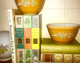 vintage | pyrex bowls | set of two