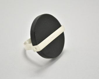 Sterling silver ring with a  circular black agate,modern ring, black ring, Contemporary Jewelry, Minimal, natural black stone ring