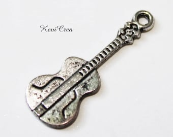 20 x silver plated guitar charms