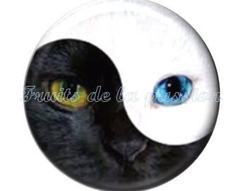 Set of 2 cabochon 18mm round glass Yin Yang, black and white