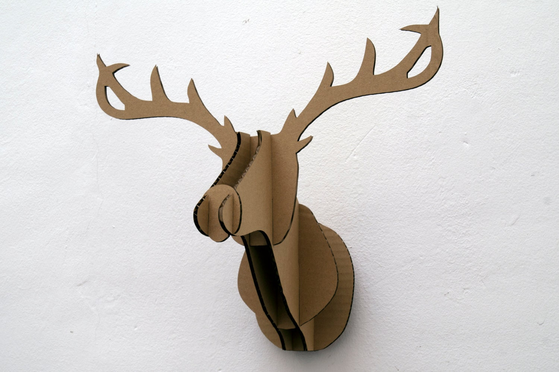 Cabeza de ciervo de cartón