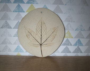 Plate (wall) decorative stoneware with leaf imprint