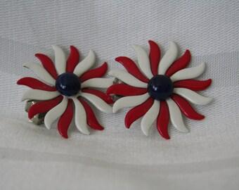 Americana 1970s Enamel Daisy Earrings