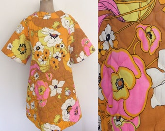 1970's Floral Print Quilted Mid Mini Dress Size Medium Large by Maeberry Vintage
