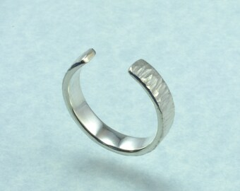 Hammered open stacking ring.
