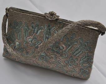 Petit sac à main vintage années 1910 entièrement brodé vert et argent - Marthe de Paris