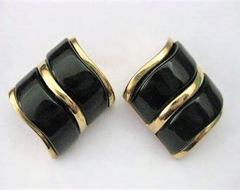 Vintage Jewelry ~  Earrings  Black Gold   Pierced