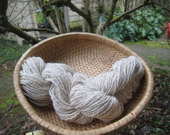 Handspun Alpaca Yarn & Soft Wool  176-yds 2.25-oz One Skein Light Worsted Thick Thin 'Julian Alpaca' Off White Knit Crochet Weave My Farm