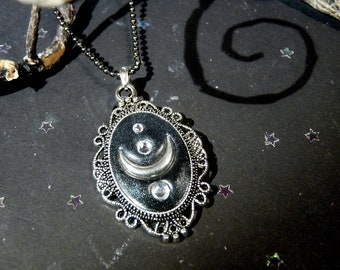 Medaillon Necklace - Lucifer symbol
