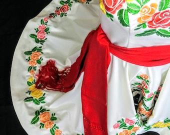 Vestido Mexicano Bordado . Embroidered Mexican Dress. Vestido Mexicano Bordado. Special Occasion. Embroidered Dress, High - low skirt.