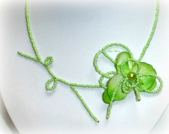 AVENA - Necklace green Orchid ceremony