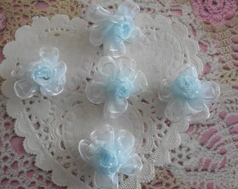 Sky blue organza flowers with a white border satin 2.50 cm in diameter (with 5 flowers)