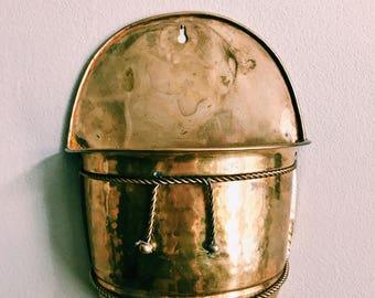 Vintage Hammered Brass Plant Holder / Hollywood Regency Brass Wall Pocket / Hanging Brass Planter