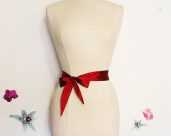 Tie belt or headband in carmine red raw silk