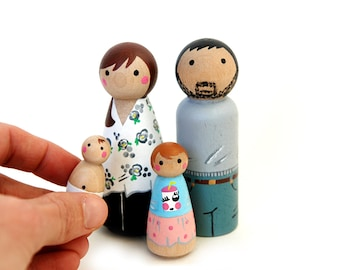 Custom HAPPY FAMILY of 4 (2 Adults and 2 children)