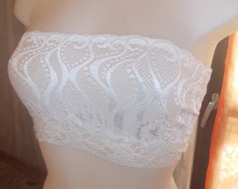 Top support-bra with lace of calais size 38-40 length 18 cm.